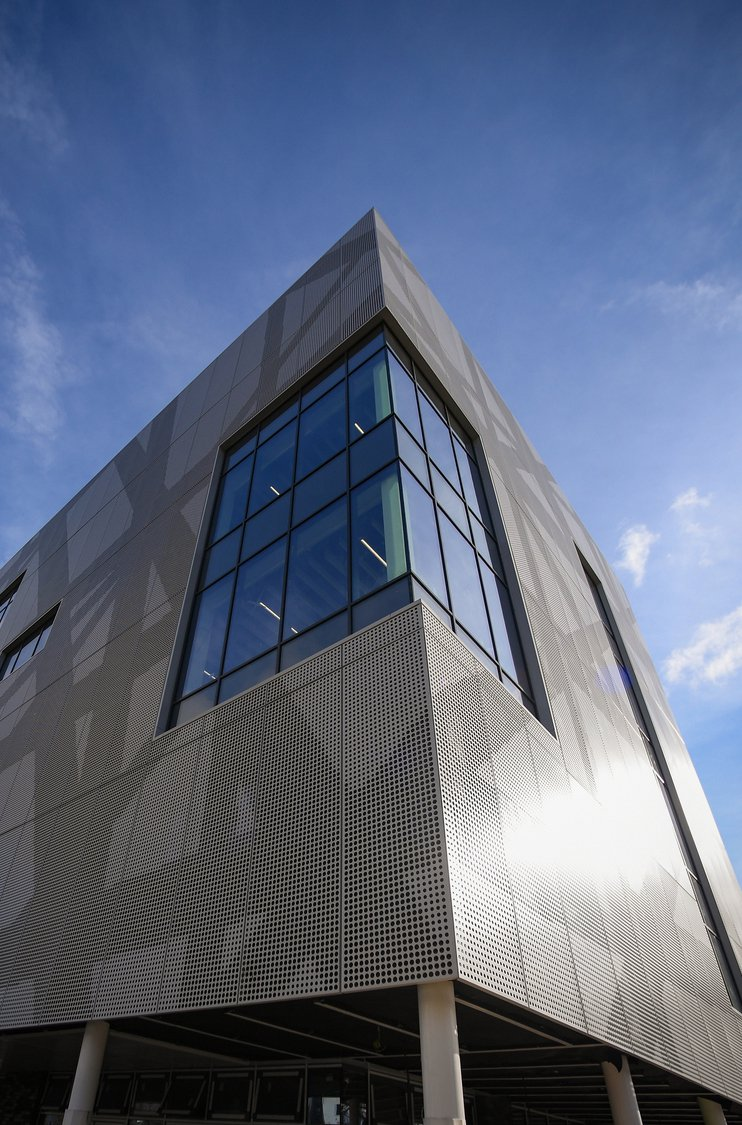 Southampton Solent University Sports Complex, a rectangle building with the photo taken from a corner angle