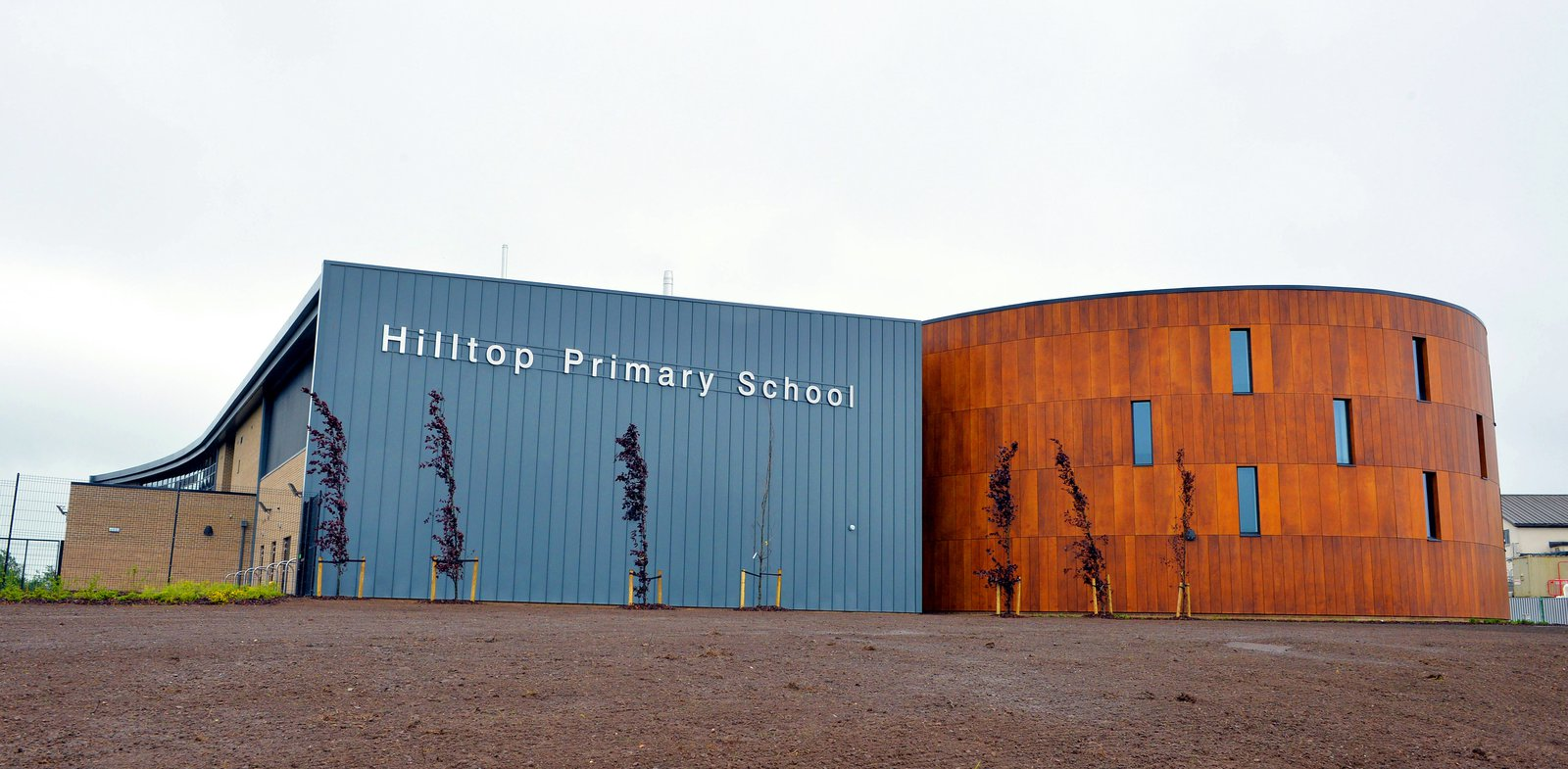 image of the outside of the completed Hilltop Primary School, built by Morgan Sindall Construction