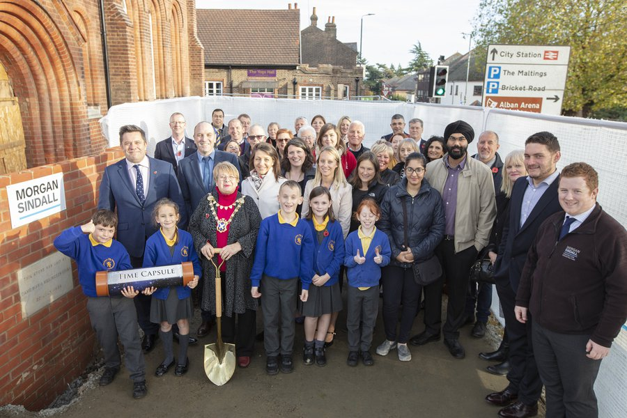 The Morgan Sindall Construction site team, councillors and school children outside the Museum of St Albans residential scheme at the time capsule ceremony