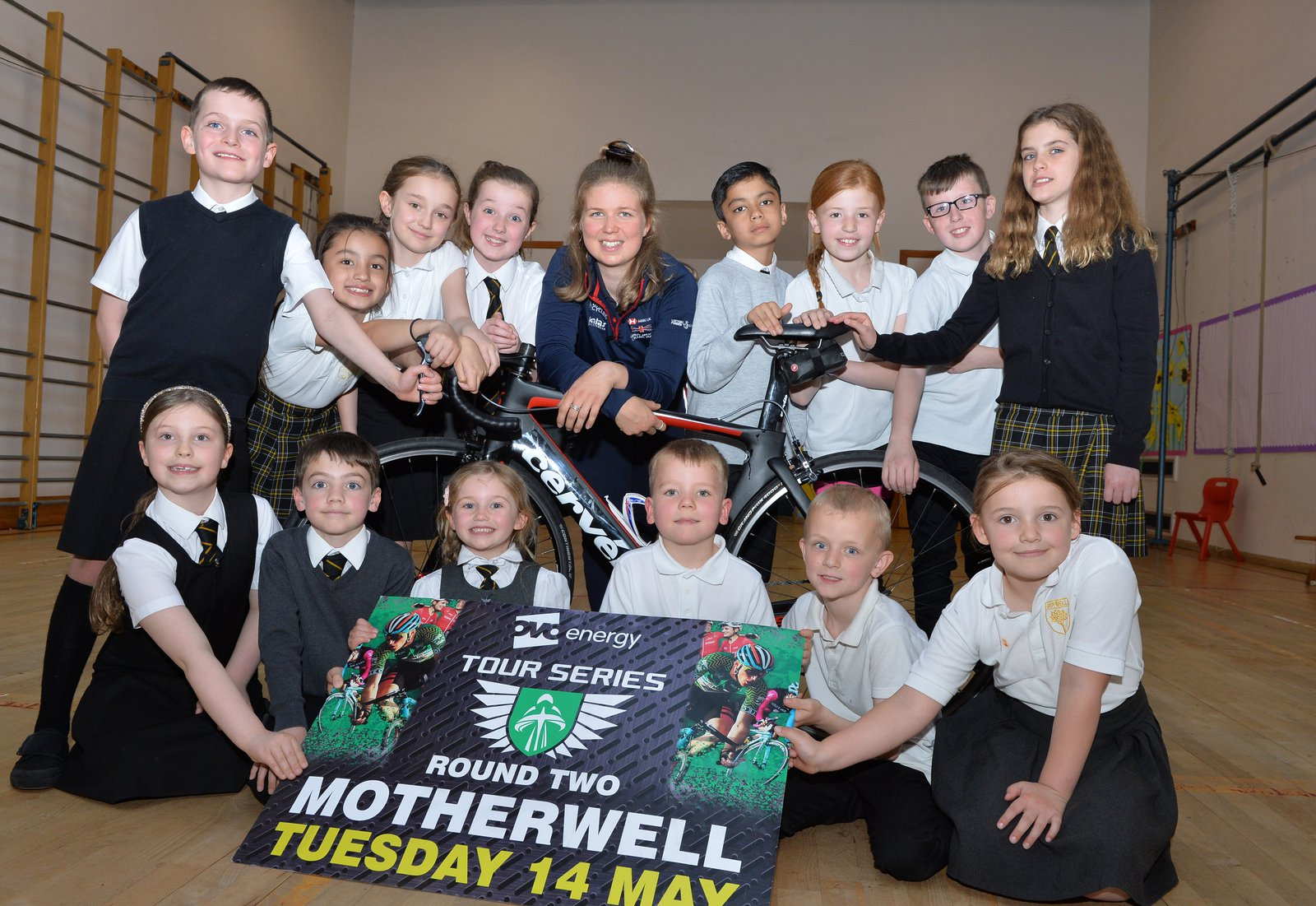 Image of school pupils with Scottish cycling star Rhona Callander