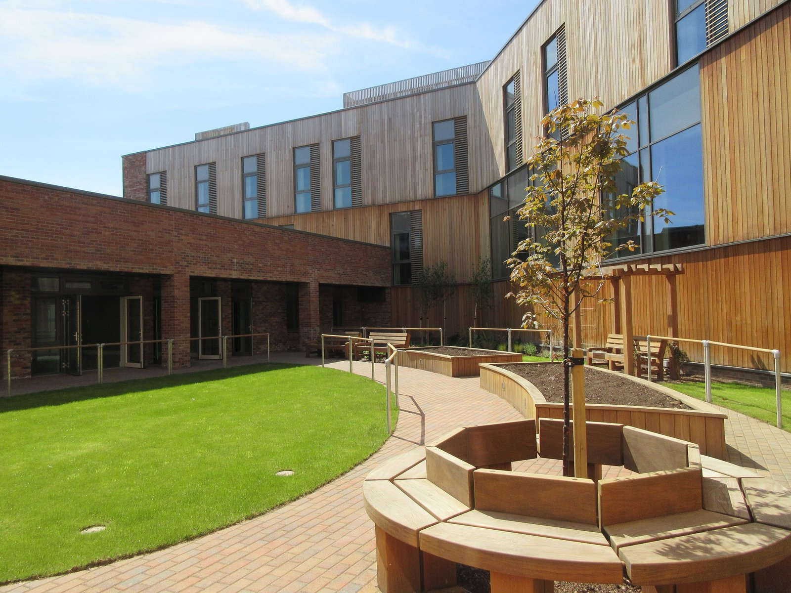 Image of the rear of the Woodside Health Centre in Scotland which shows the garden area