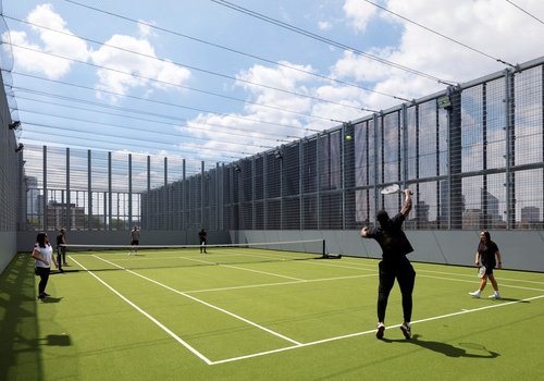 Picture of the rooftop tennis court at the Hackney Britannia Leisure Centre (Image credit: Diane Auckland, Fotohaus)
