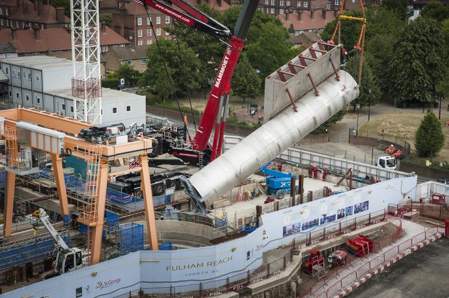Lifting of the 63 tonne vortex tube at Hammersmith Pumping Station